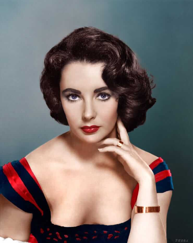 Elizabeth Taylor sexy cleavage pictures
