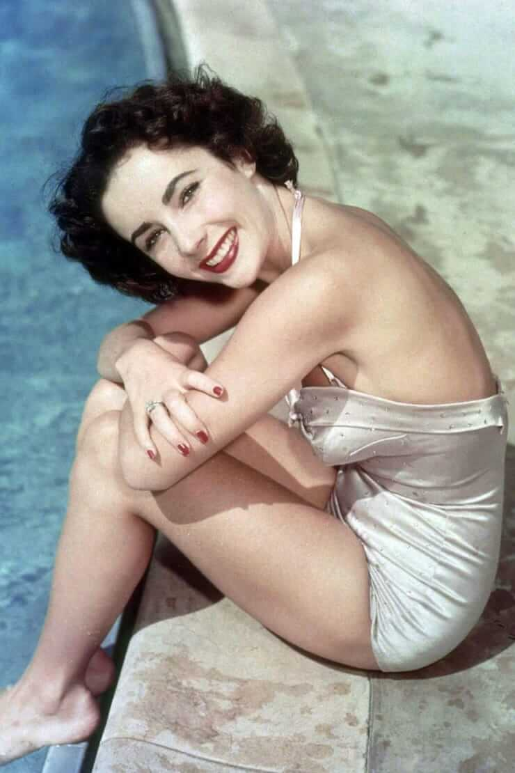 Elizabeth Taylor sexy side butt pictures