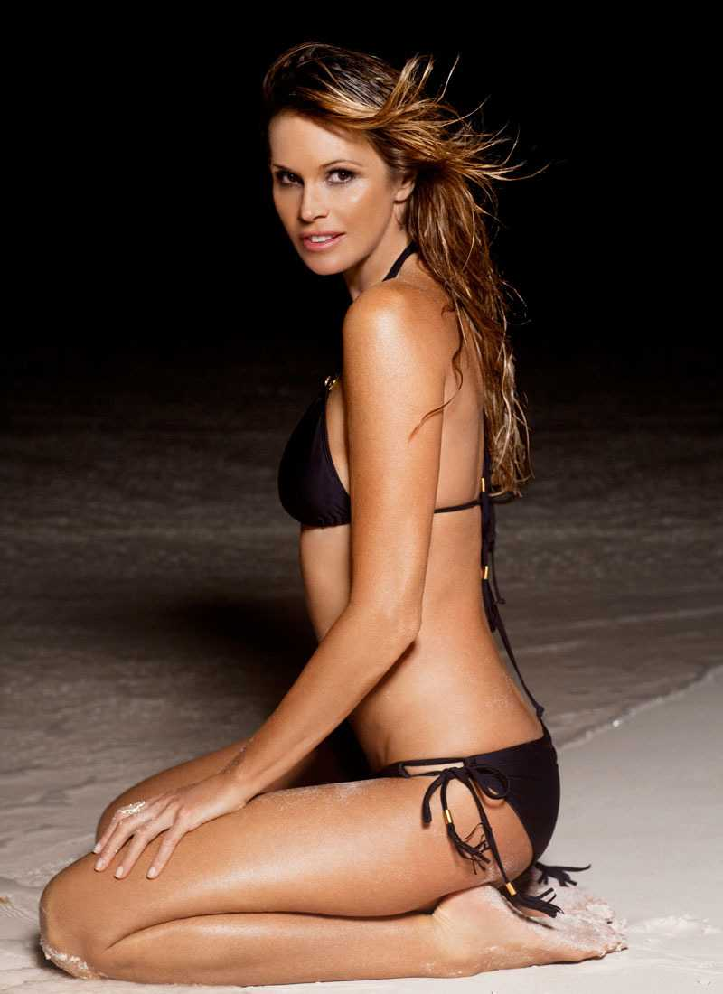 Elle Macpherson sexy side butt pictures