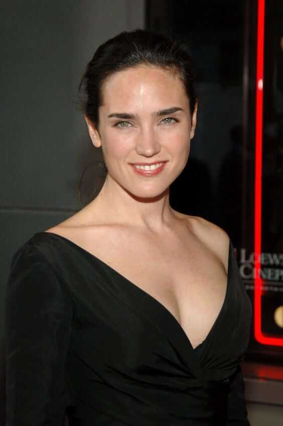 Jennifer Connelly cleavage pics