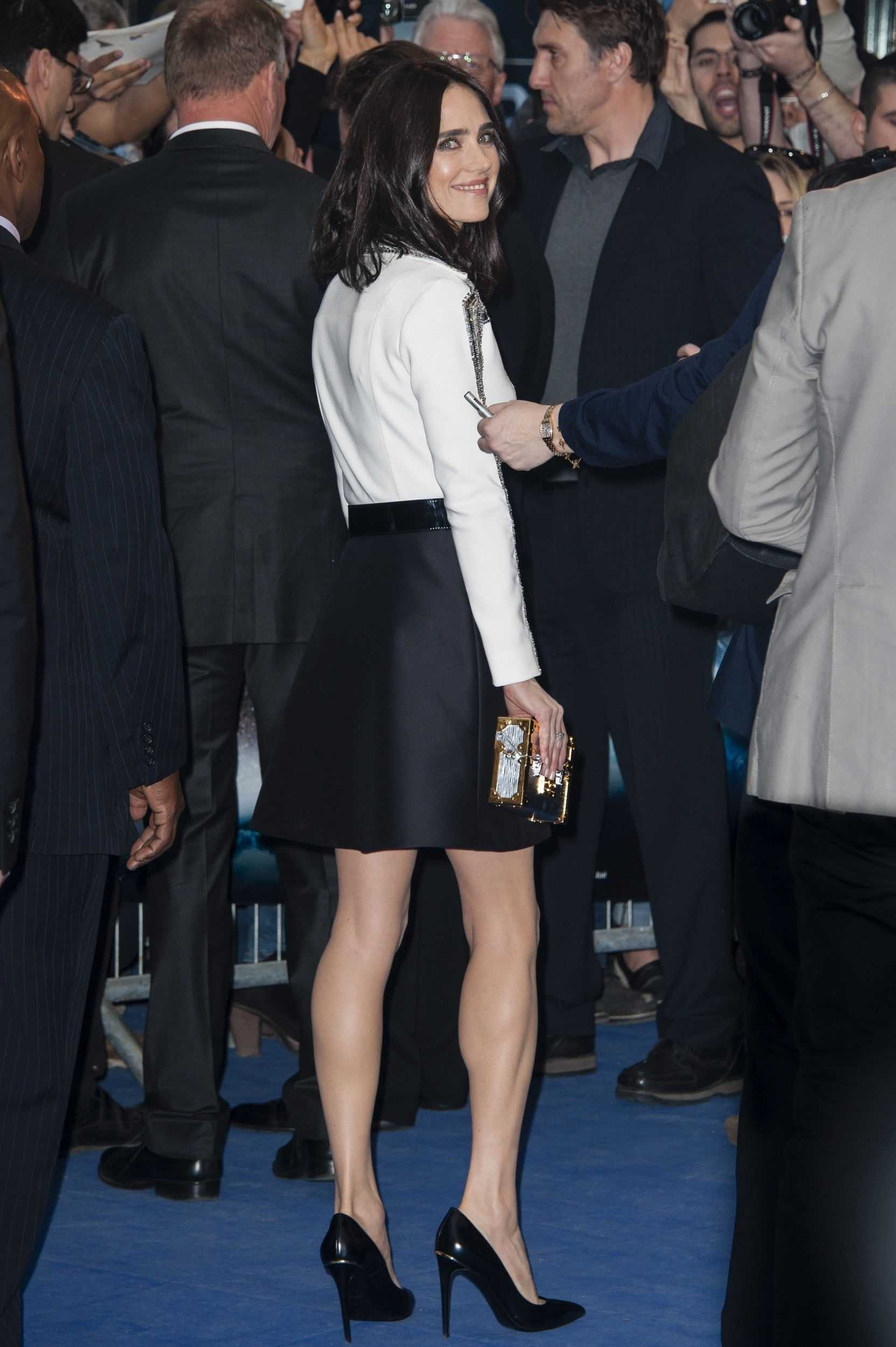 Jennifer Connelly sexy booty pics