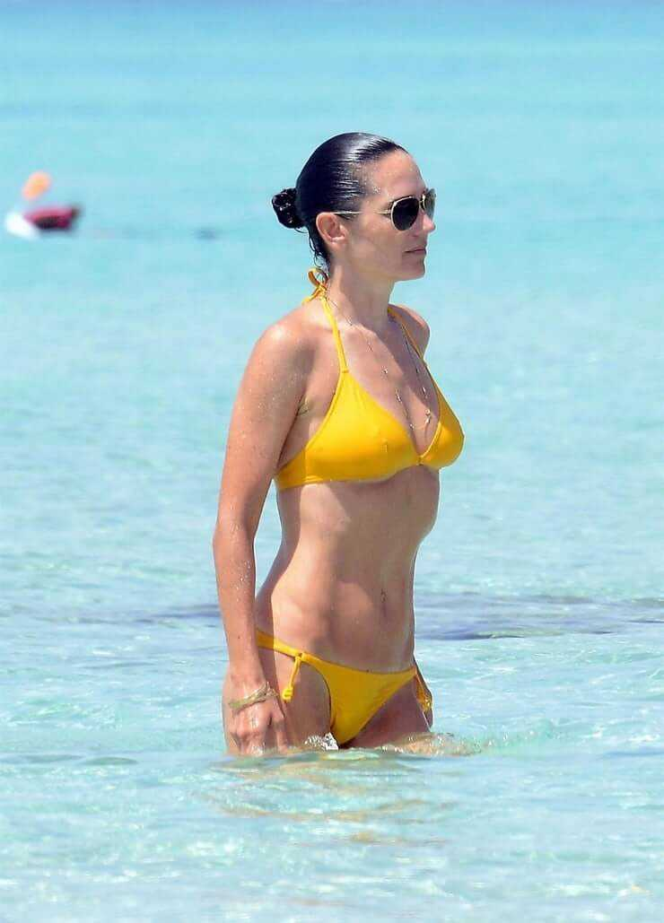 Jennifer Connelly sexy yellow bikini pictures