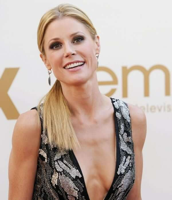 Julie Bowen big boobs cleavage