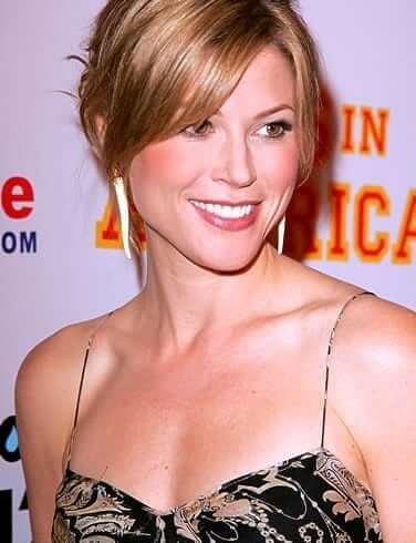 Julie Bowen boobs cleavage