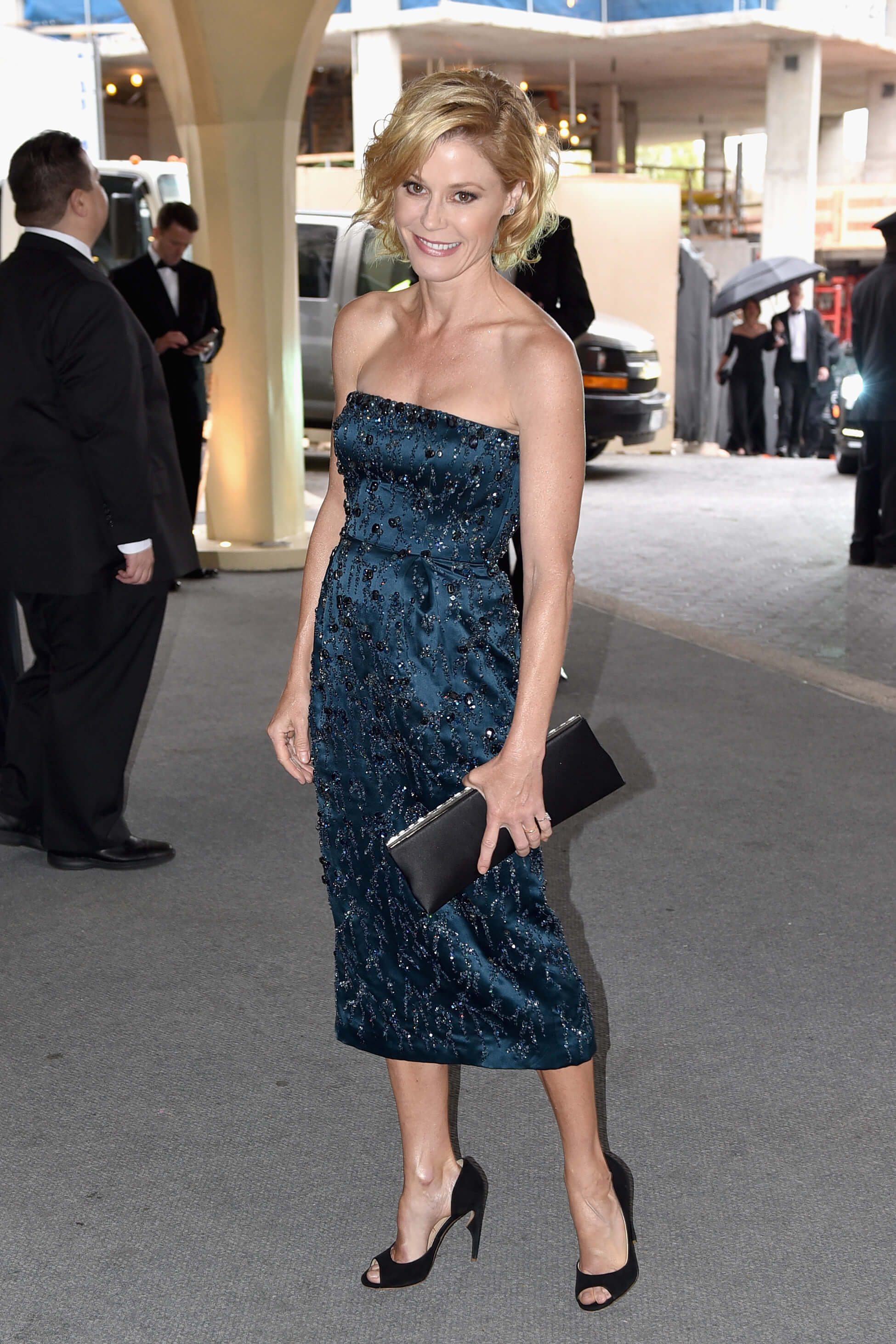 Julie Bowen dress