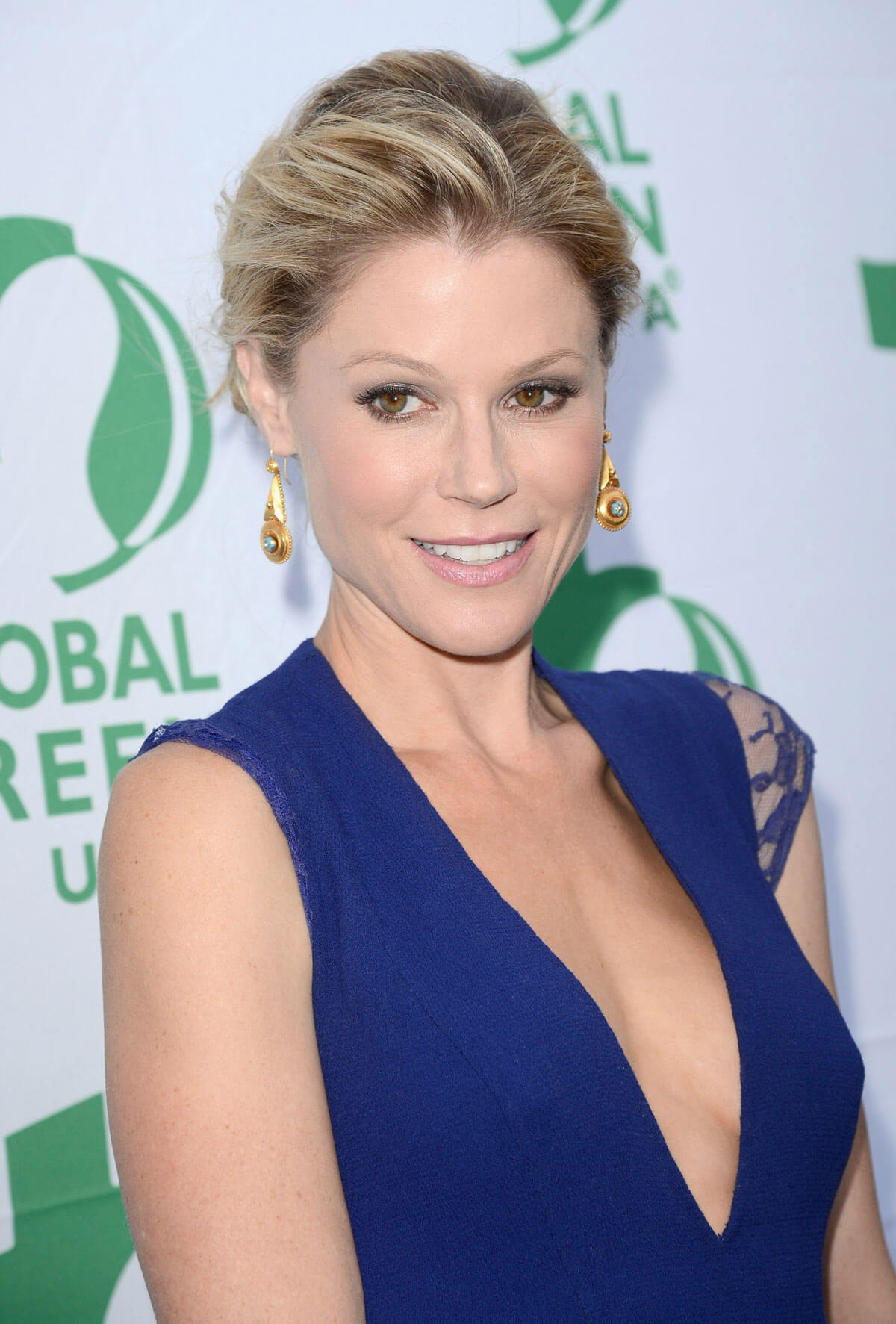 Julie Bowen suide boobs