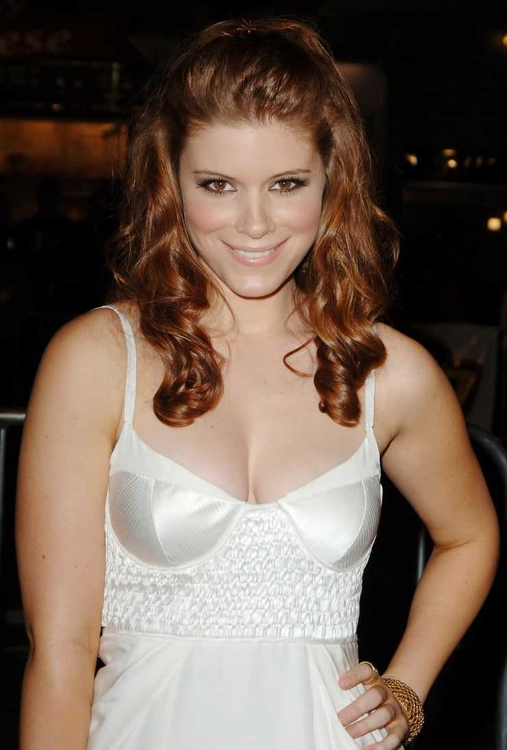 Kate Mara cleavage pictures