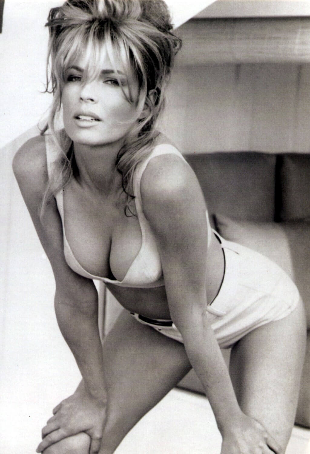 Kim-Basinger-sexy-cleavage-pic-1