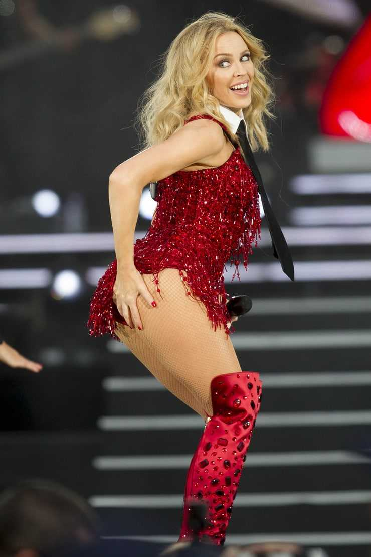 Kylie Minogue sexy booty pics