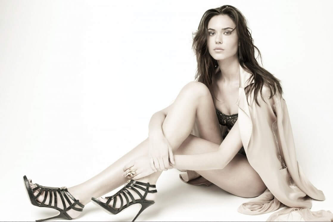 Odette Annable hot legs