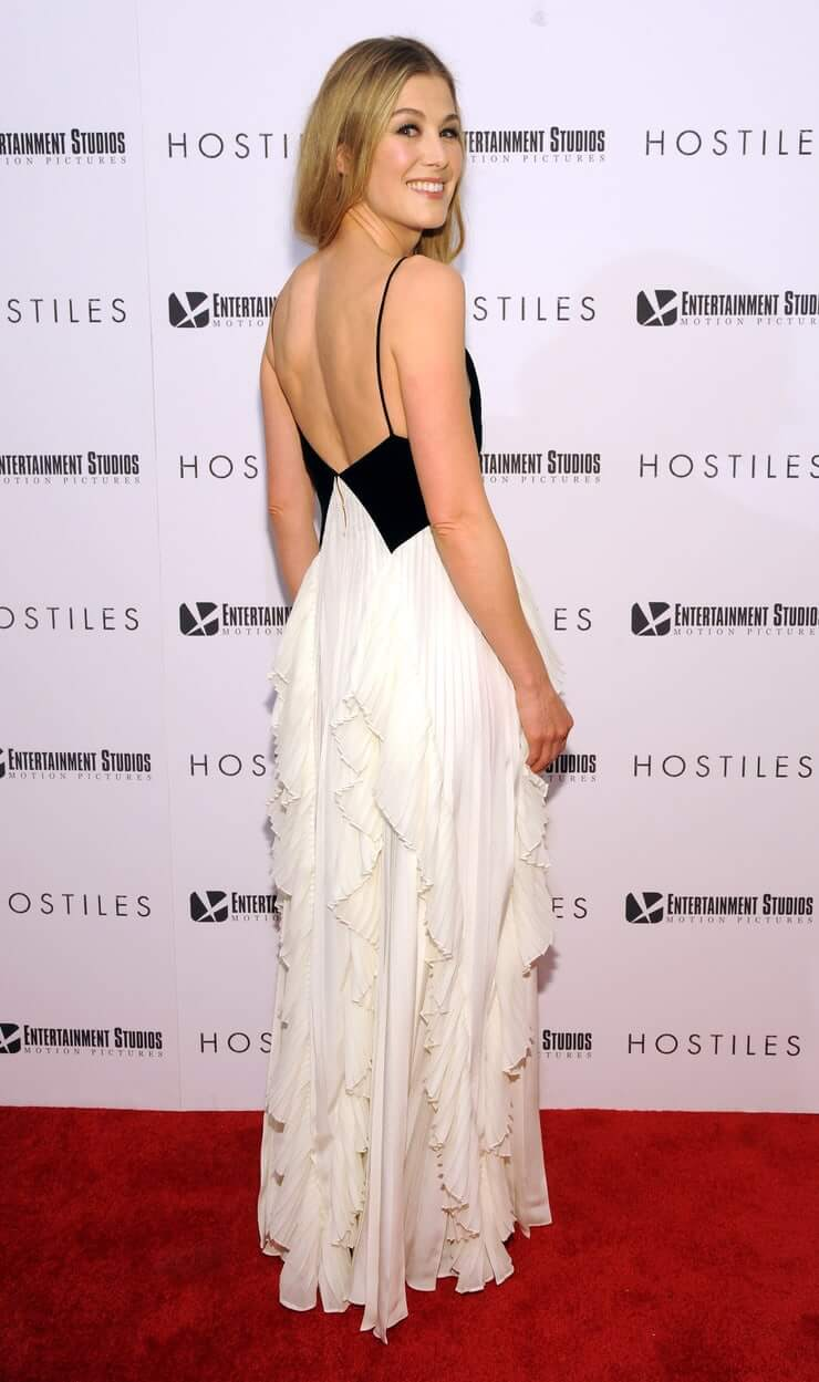 Rosamund Pike sexy booty
