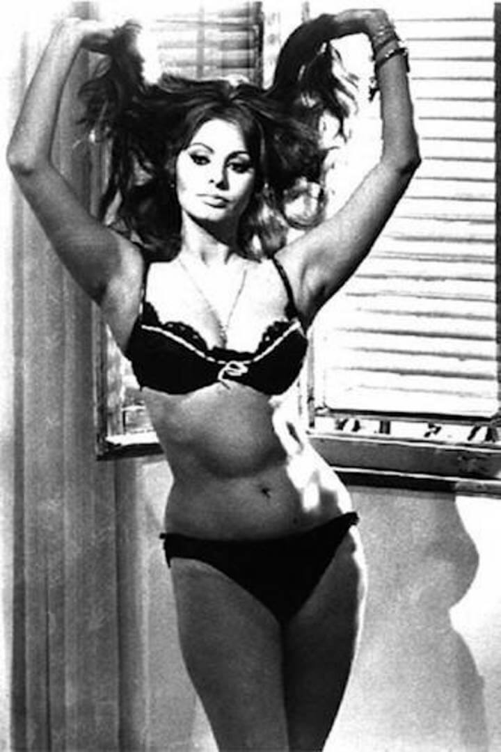 Sophia-Loren-Hot-in-Bikini