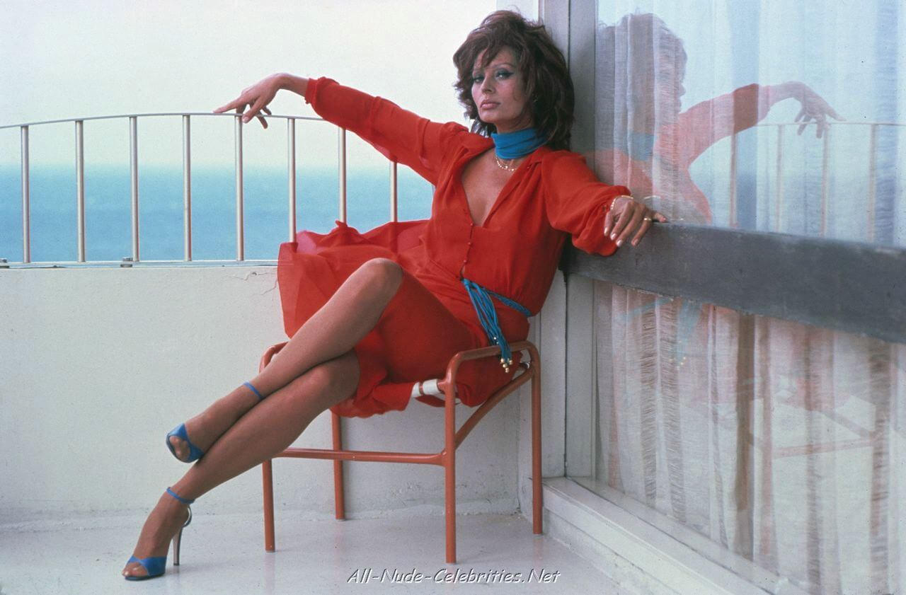 Sophia-Loren-Hot-in-red-Dress (1)