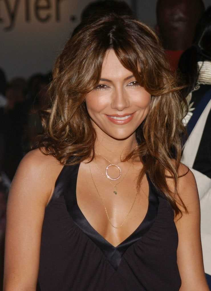 Vanessa Marcil sexy cleavage picttures