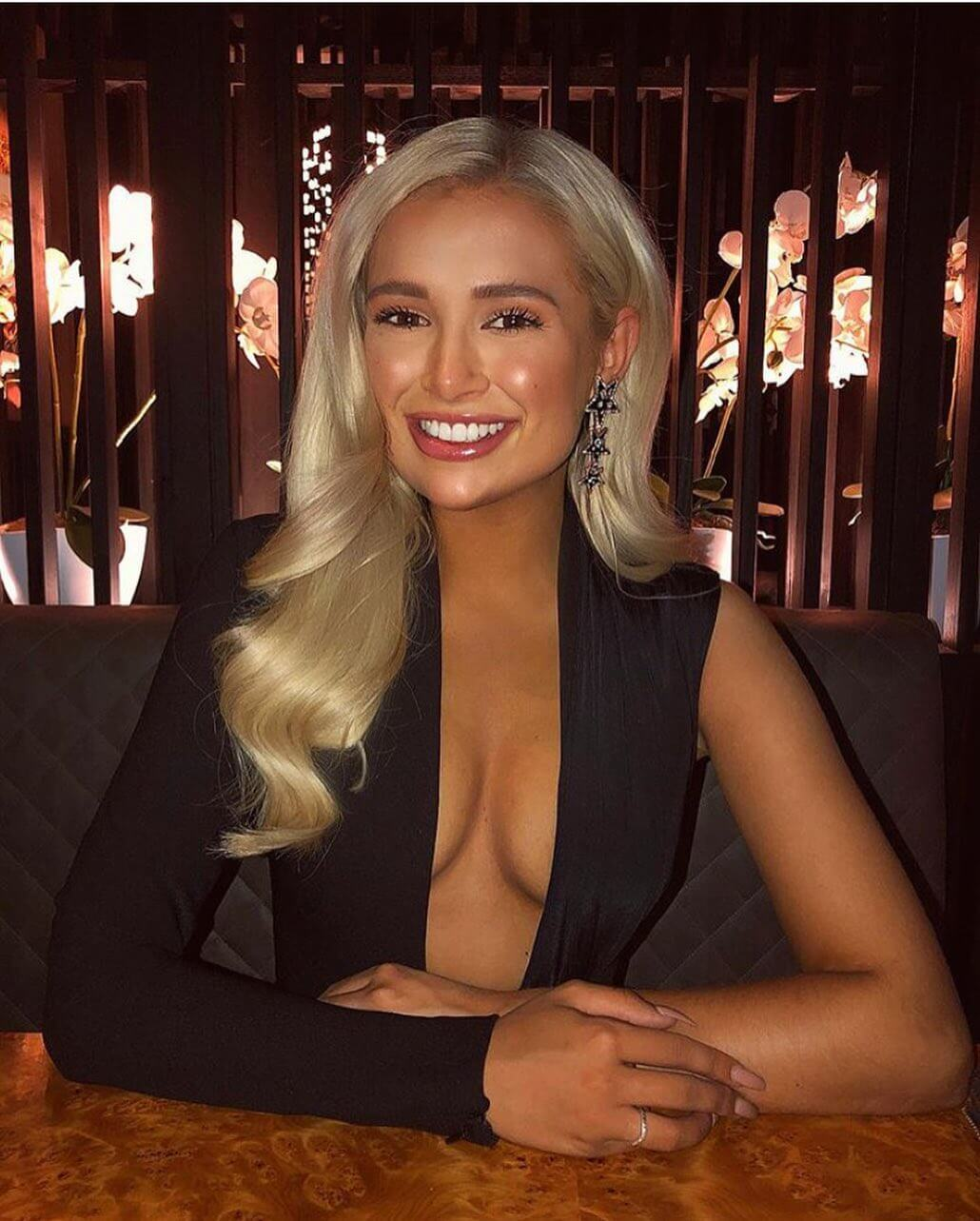 Molly-Mae Hague hot cleavage photo