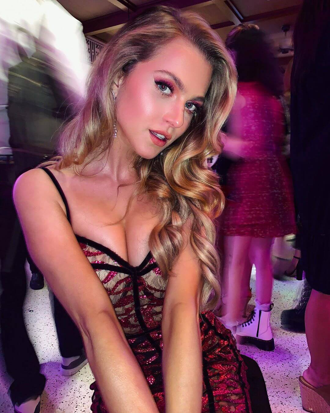 Anne Winters sexy cleavage pics
