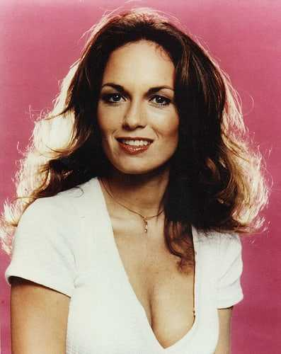 Catherine Bach sexy cleavage (2)