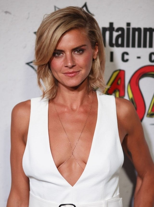 Eliza Coupe cleavage