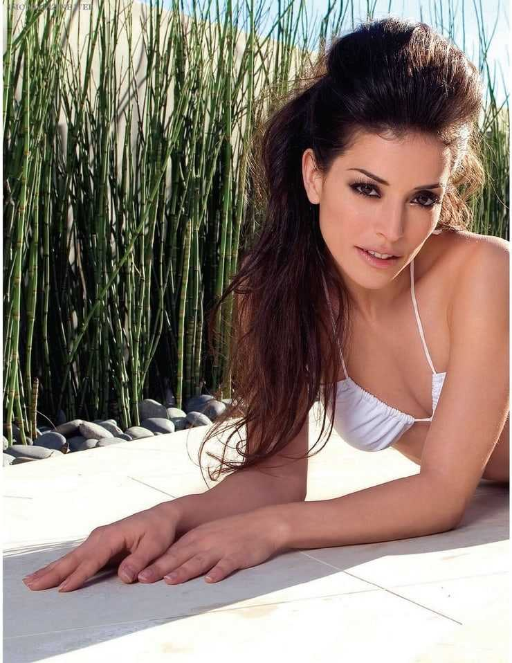 Emmanuelle Vaugier sexy boobs