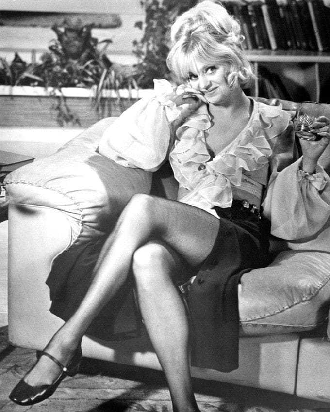 Goldie Hawn sexy thigh pics