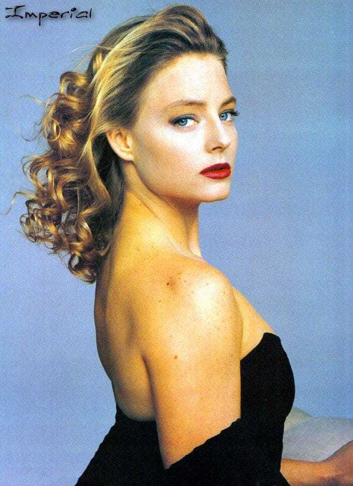 Jodie Foster side boobs pics