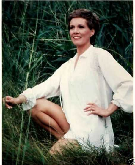 Julie Andrews sexy thigh pics
