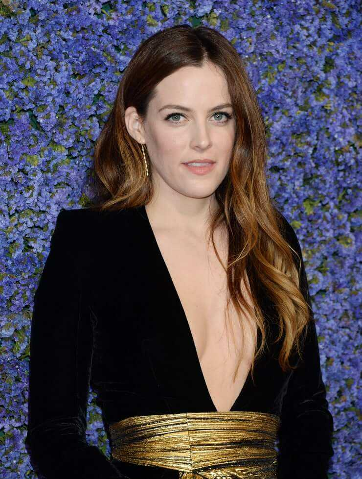 Riley Keough breasts pics