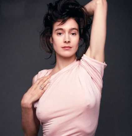Sean Young sexy look
