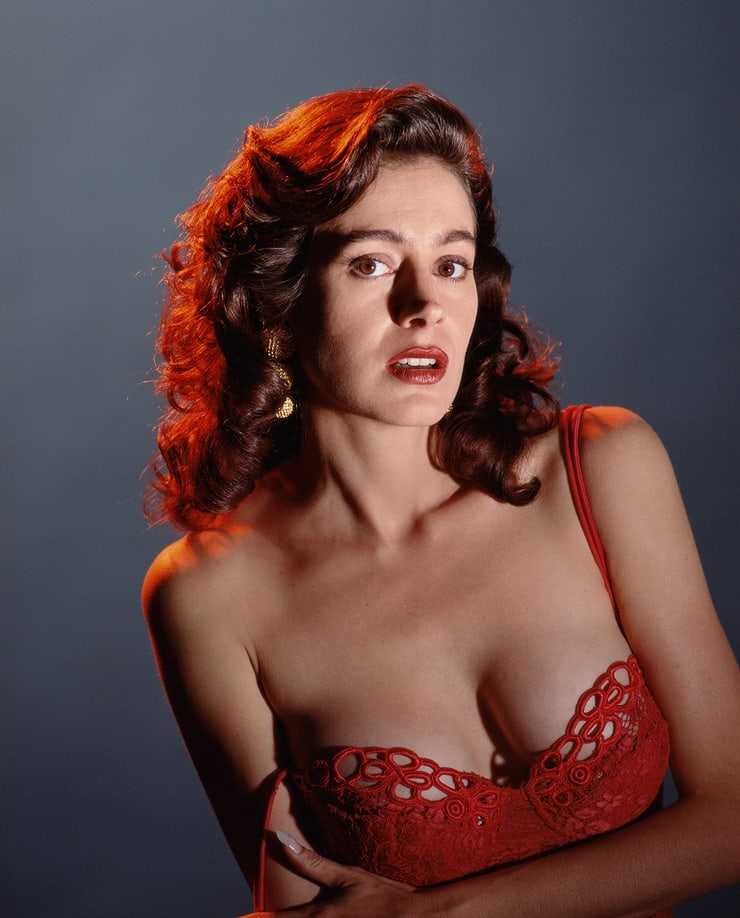 Sean Young sxy boobs