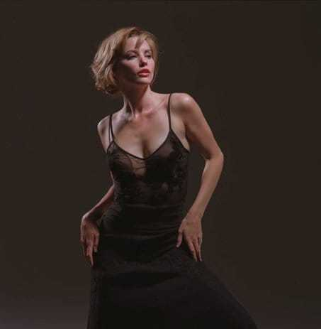Sienna Guillory sexy boobs