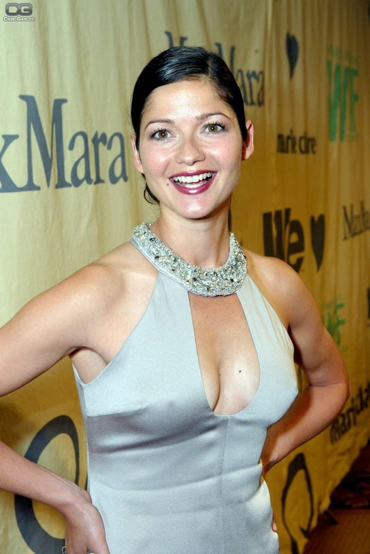 jill hennessy cleavage