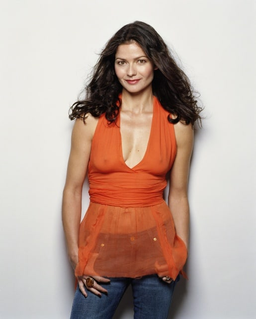jill hennessy hot cleavage pic (1)