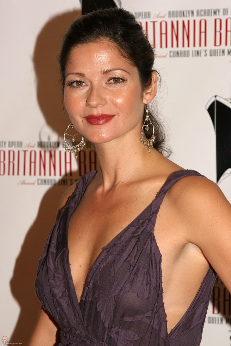 jill hennessy sexy look