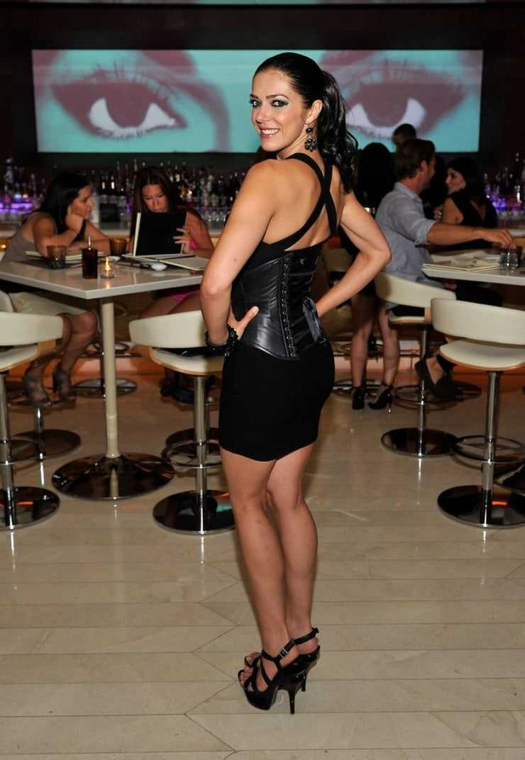 Adrianne Curry hot look