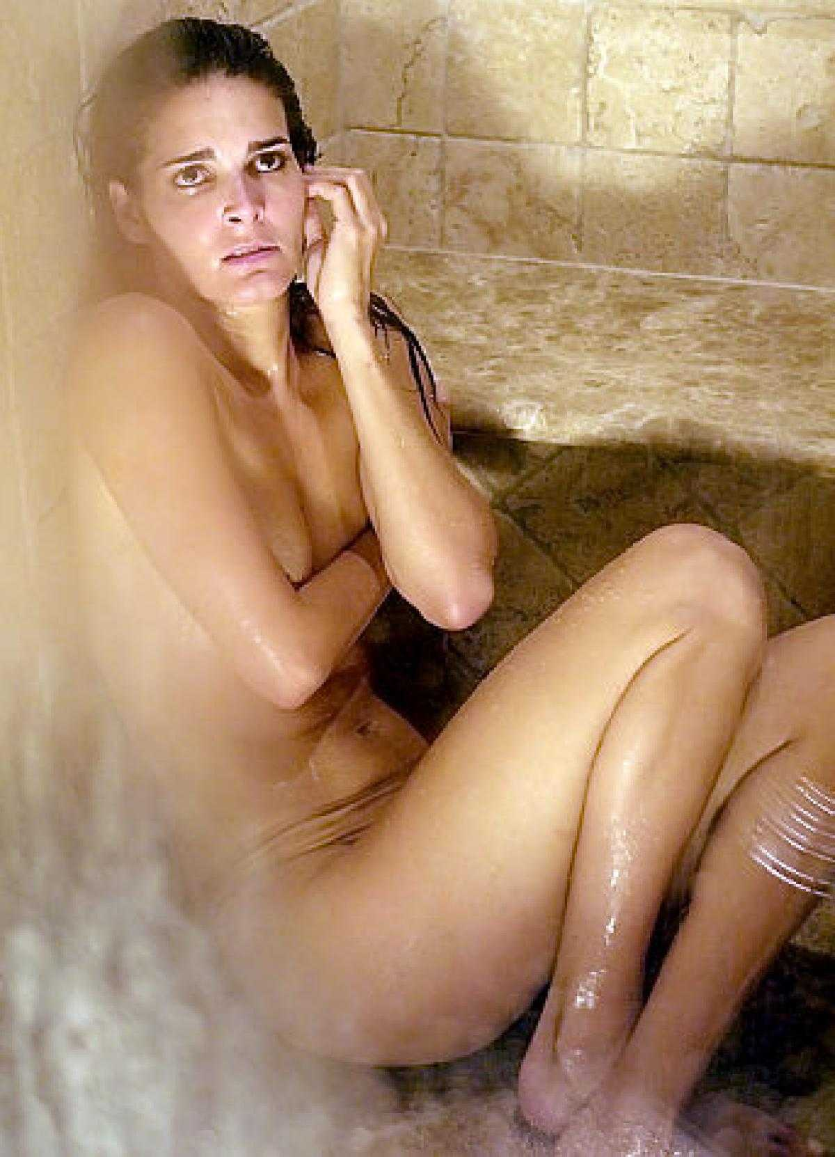 Angie Harmon Nuda 40 nude pictures of angie harmon which will leave you to awe