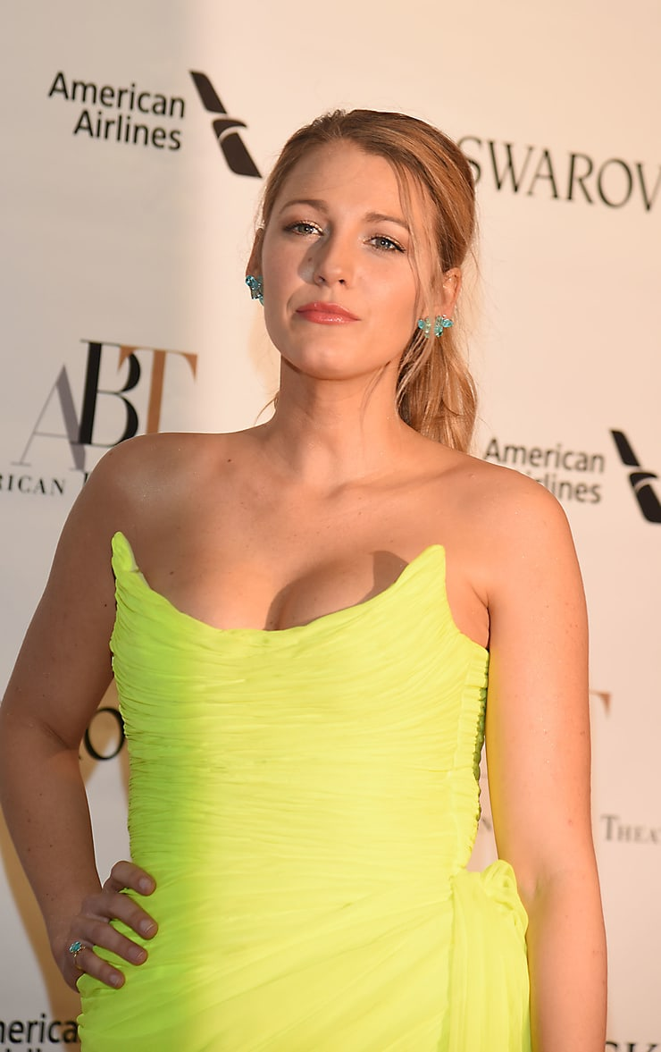Blake Lively sexy cleavage pics