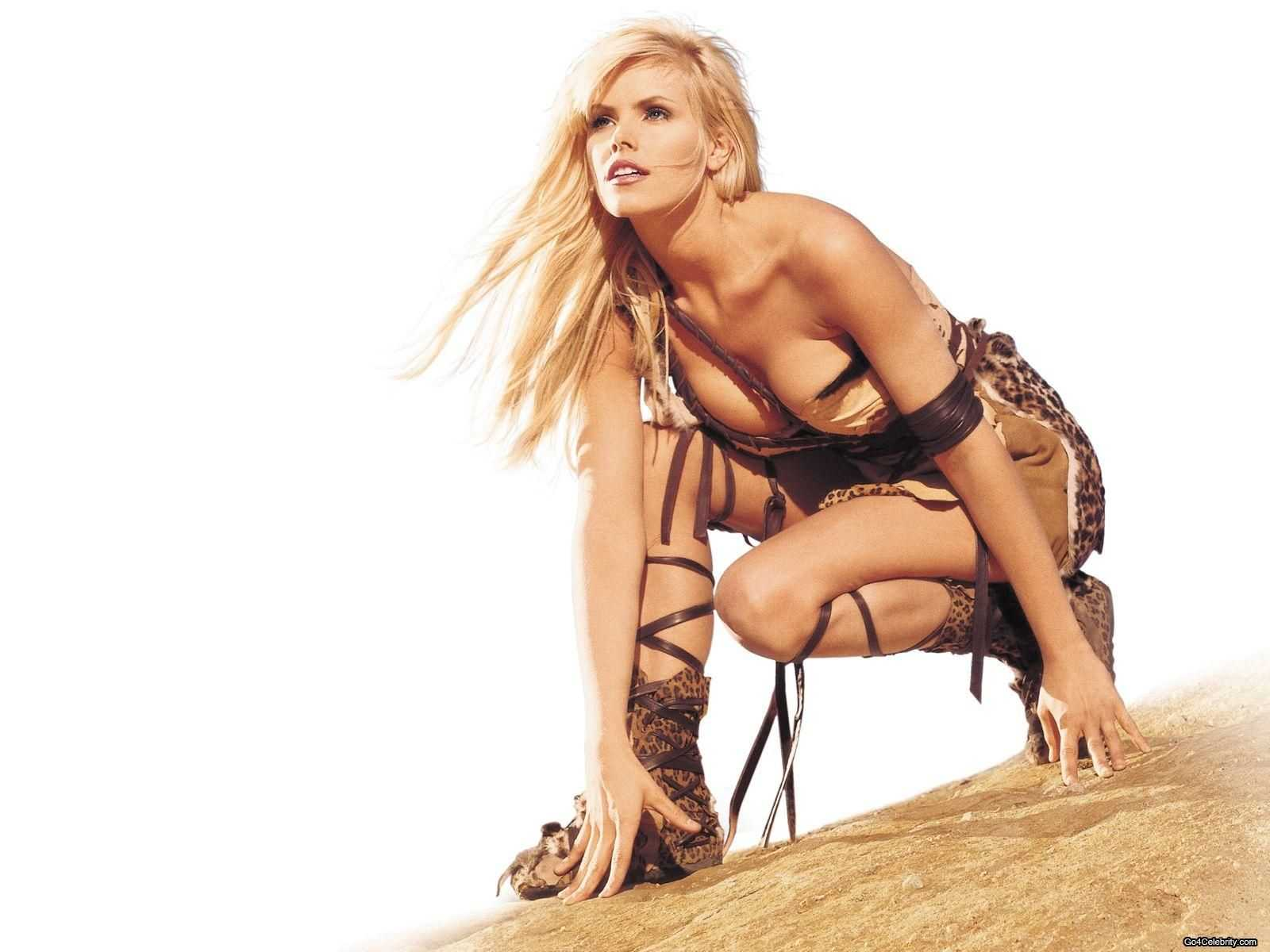 Gena Lee Nolin hot look