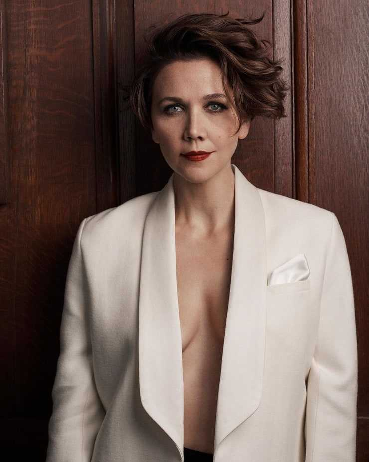 Maggie Gyllenhaal hot boobs pic