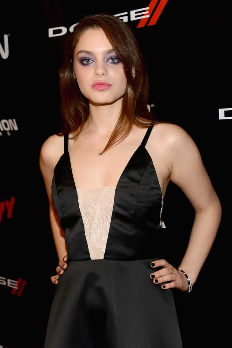 Odeya-Rush-hot-cleavage-pictures