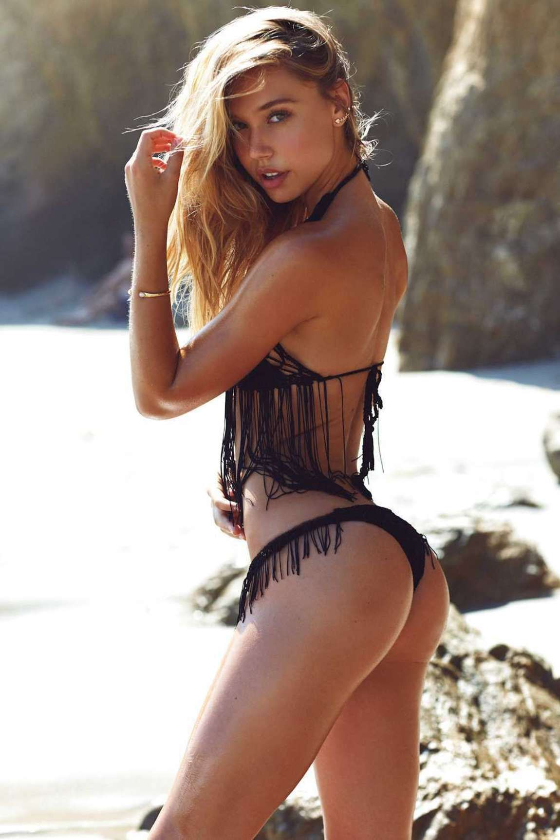 Alexis Ren side pose