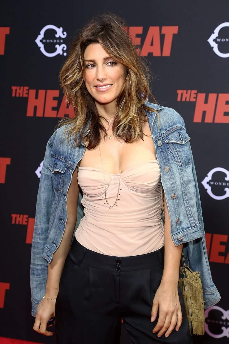 Jennifer Esposito cleavage pics