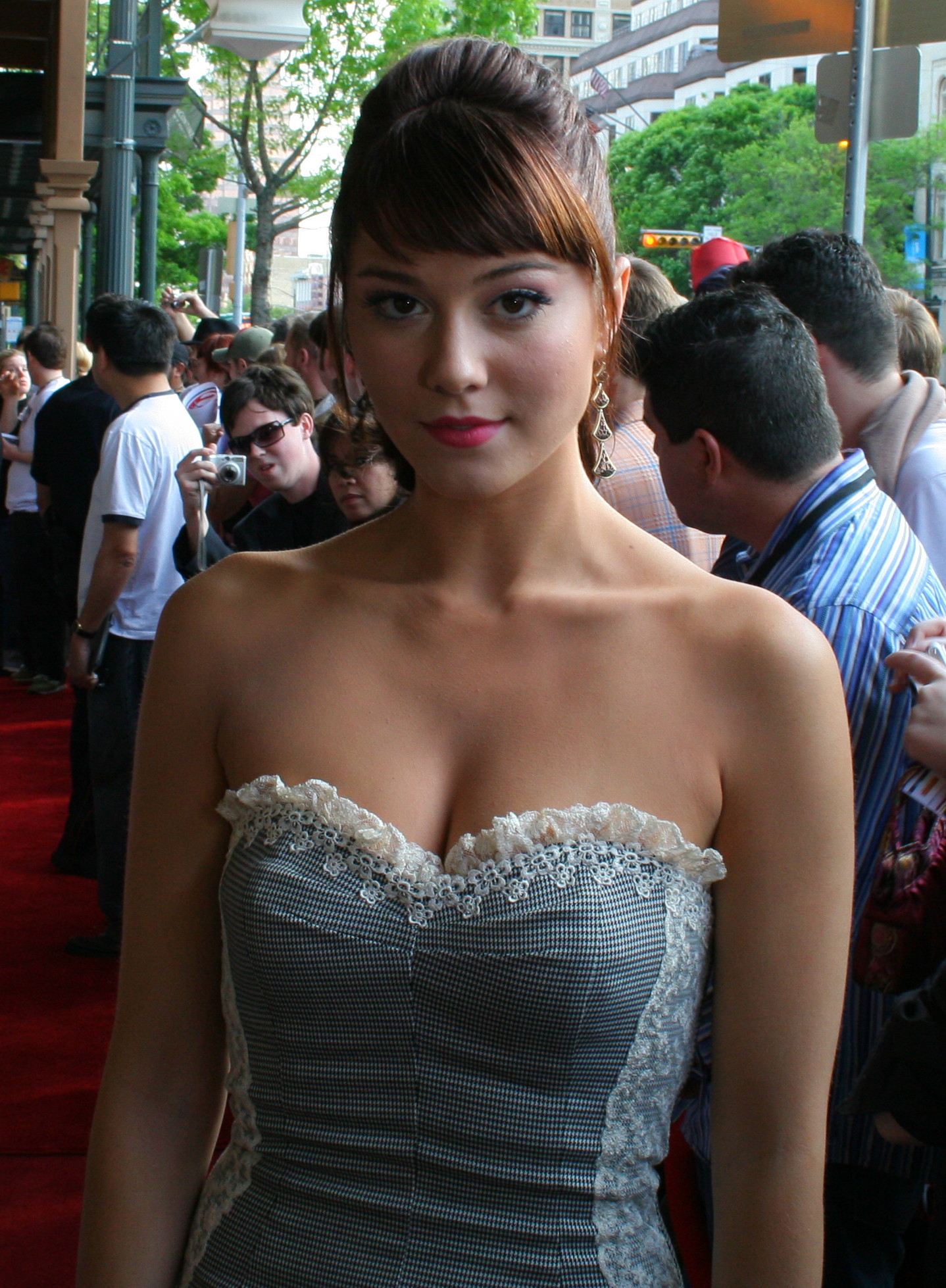 Mary Elizabeth Winstead sexy cleavage pics