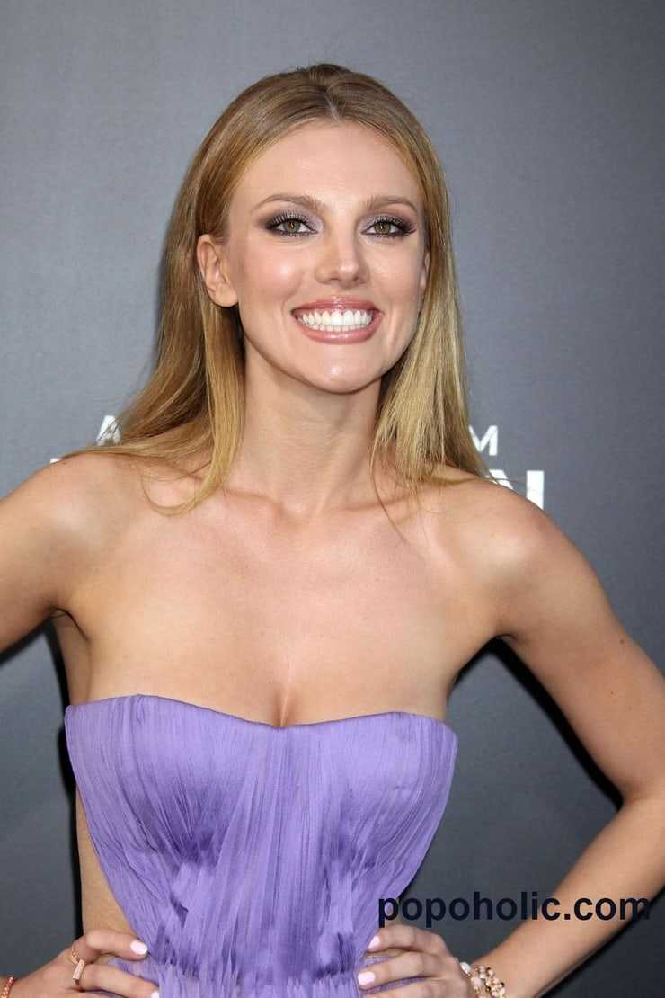 bar paly hot smile