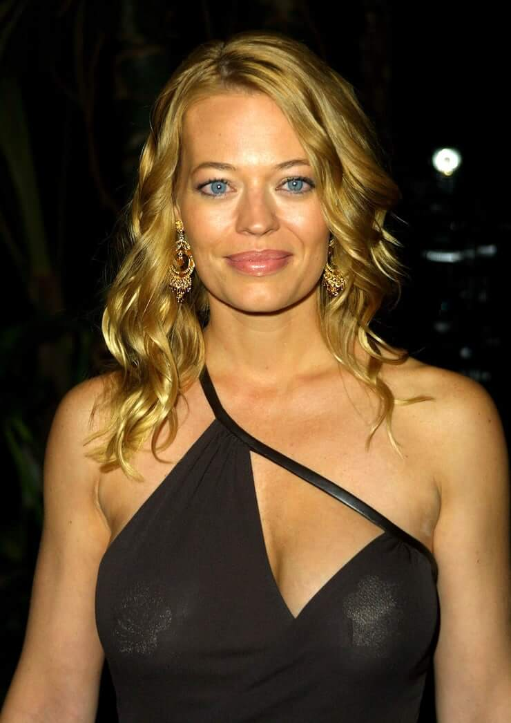 61 Sexy Jeri Ryan Boobs Pictures Which Will Make You