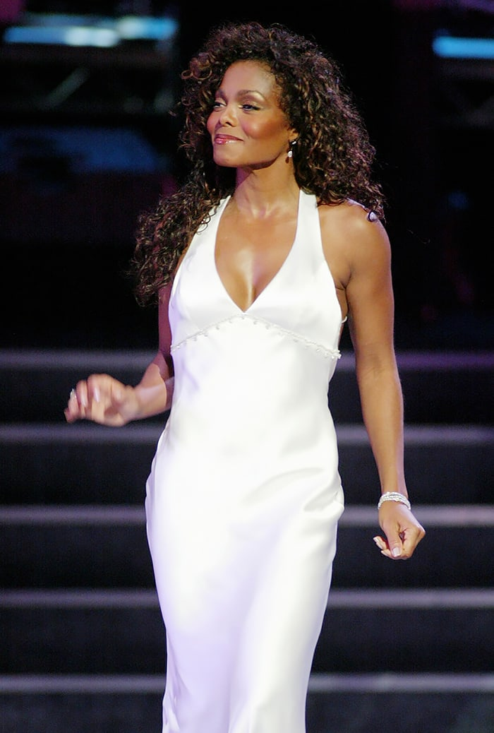janet jackson hot cleavage