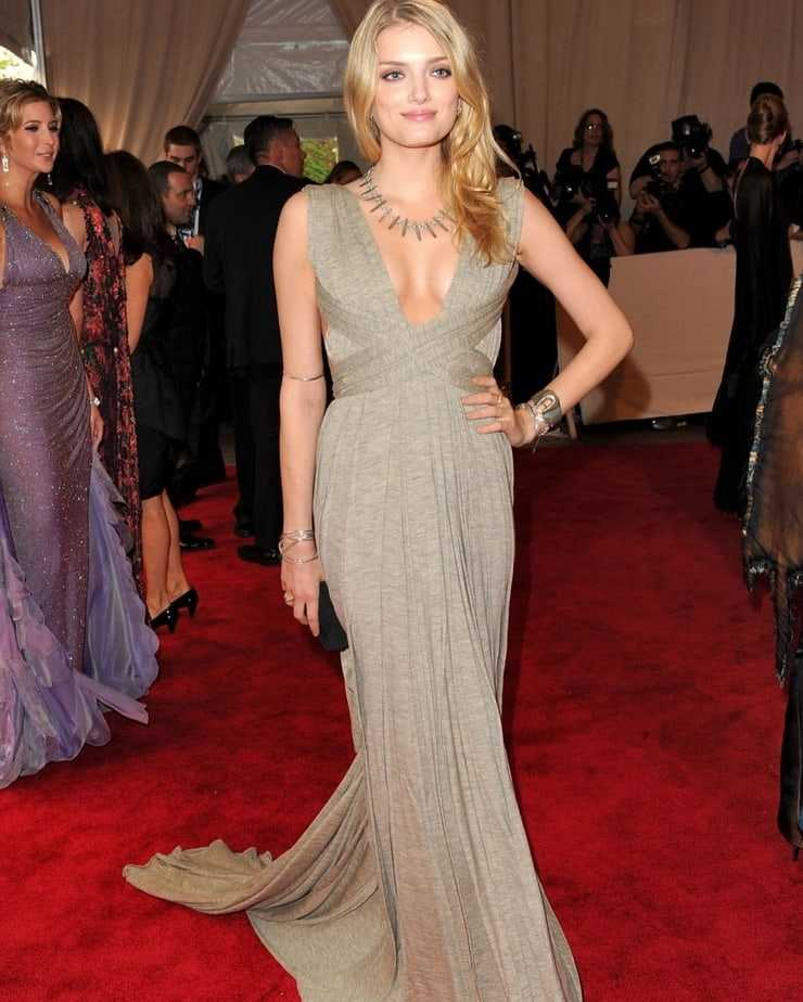 lily donaldson cleavage photo