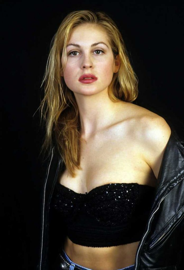 Kelly Rutherford nipples