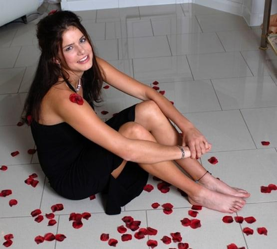 julia goerges bare feet