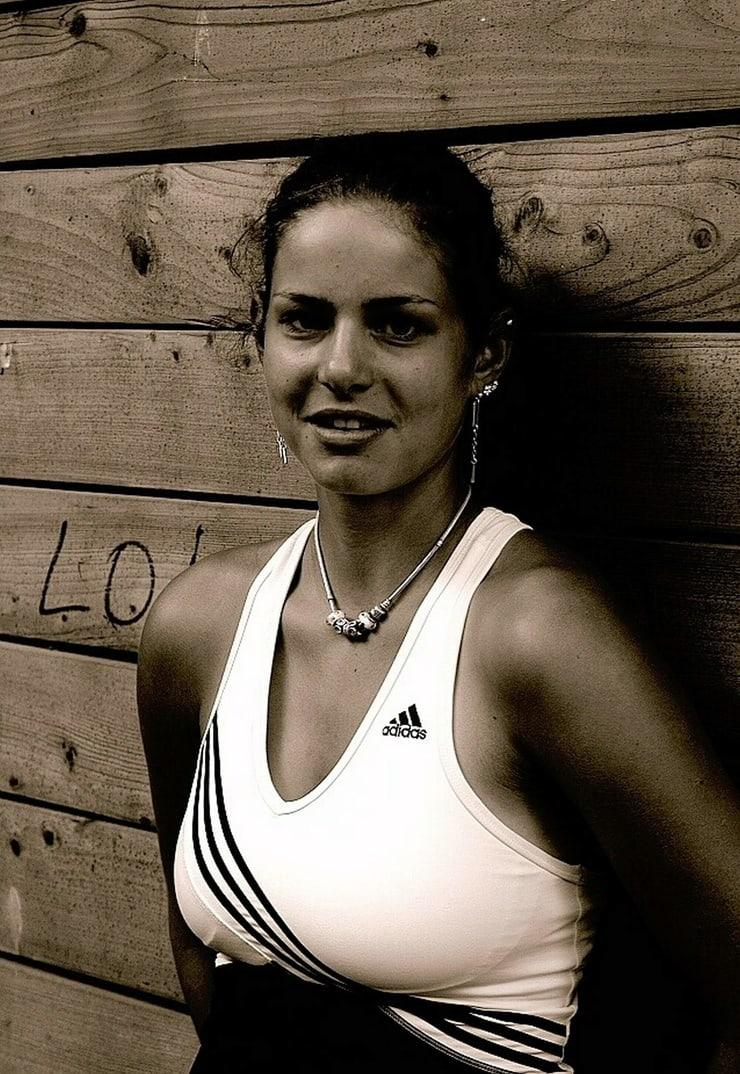 julia goerges cleavage