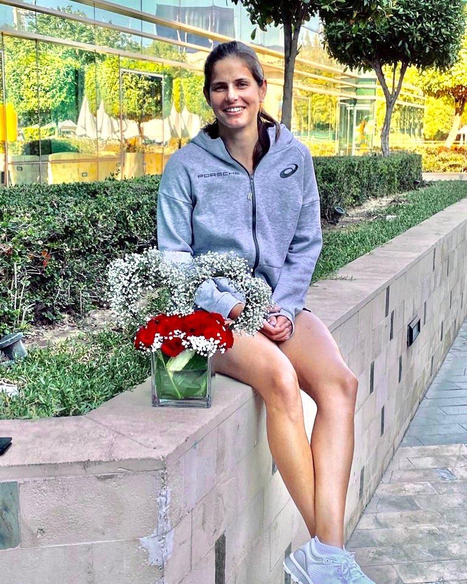 julia goerges outdoor pics